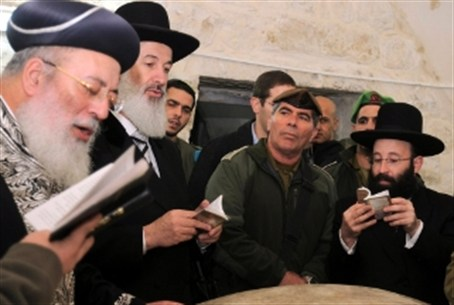 Chief Rabbis at Kever Yosef in December 2010